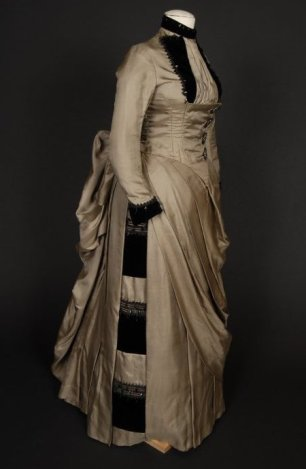 Side view, image belongs to Shippensbury University Fashion Archives and Museum
