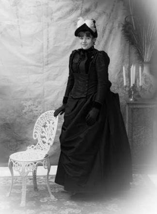 Photo Credit: The Victorian Bustle Vintage Photographer
